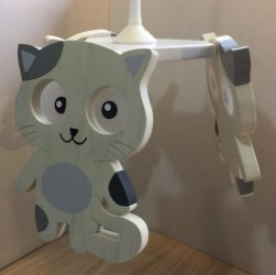 Cica, fehér csillár