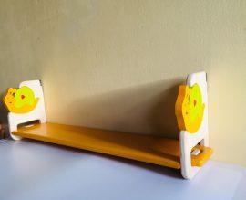 Akciós 80 cm-es fali polc csigasárga színben, különböző motívumokkal